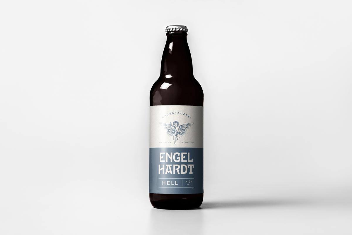 Abbildung einer Bierflasche mit Fokus auf die Gestaltung des Etiketts